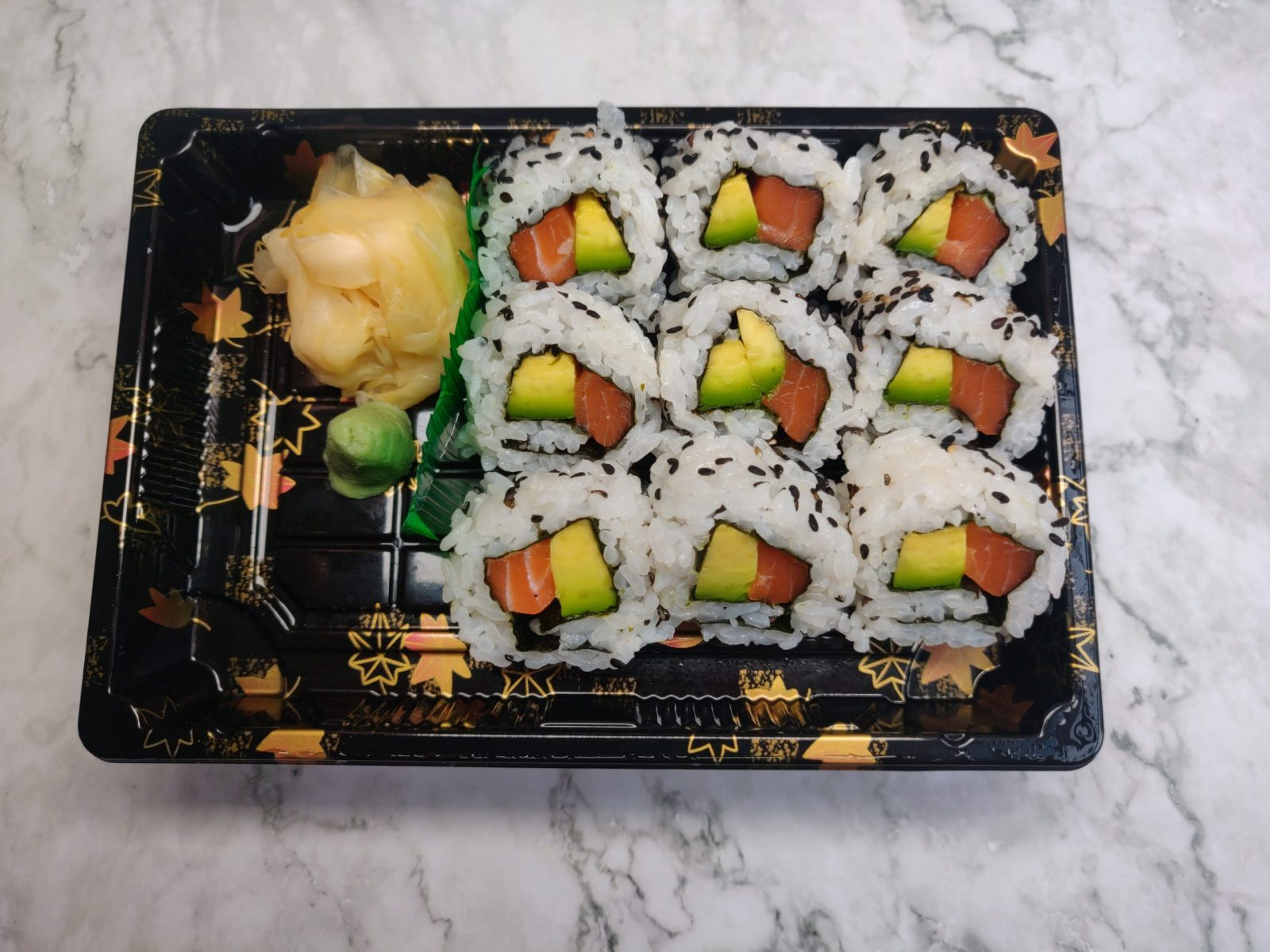 9 Uramaki (Salmon & Avocado)